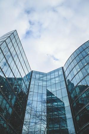 Fassade des Bürogebäudes der Sparkasse Leipzig
